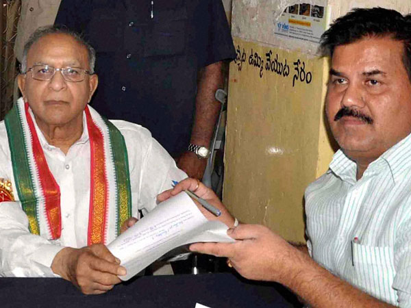 S Jaipal Reddy filing his nomination in Hyderabad