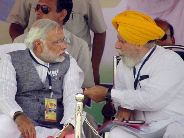 Narendra Modi interacts with Darjeeling BJP Candidate S. S. Ahluwalia