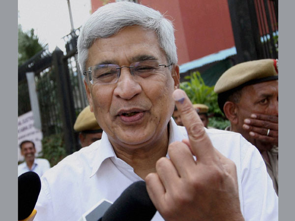 Prakash Karat shows the indelible ink on his finger