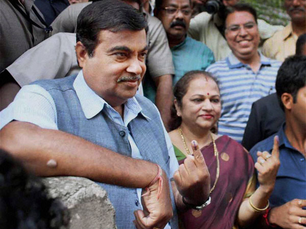 Nitin Gadkari along with his wife after casting votes