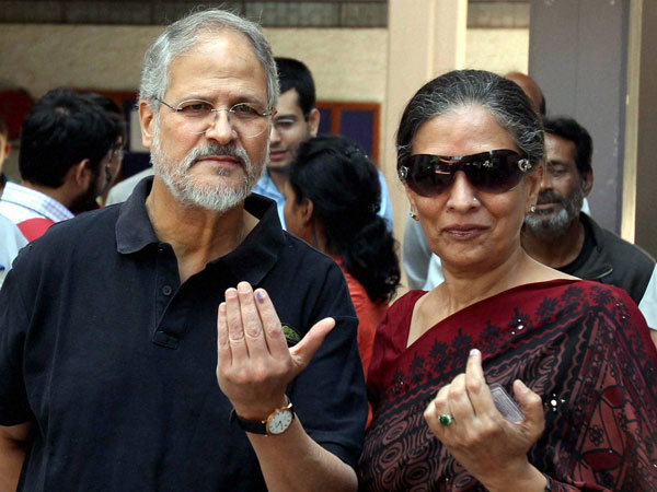 Lt Guv of Delhi Najeeb Jung along with his wife show ink marked finger