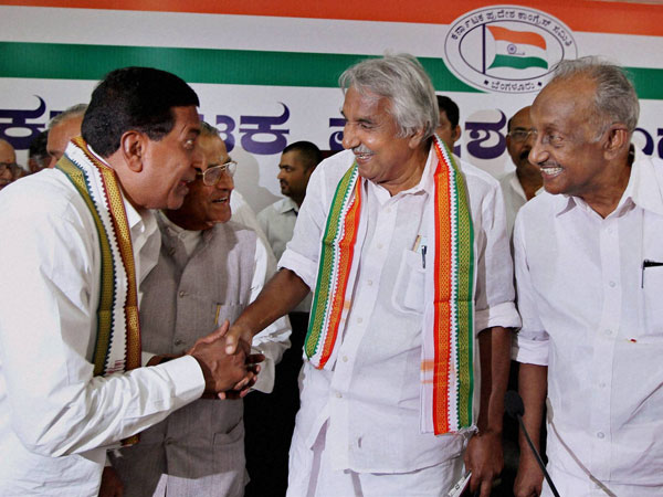 Oomen Chandy greets Bangalore North Candidate