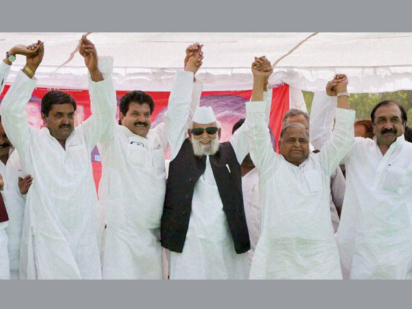 Mulayam Singh Yadav with party leaders at an election rally