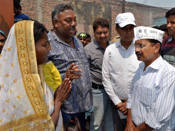 Arvind Kejriwal interacts with slum people in Varanasi