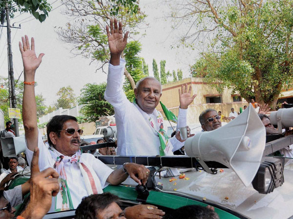 HD Devegowda waves during an election campaign