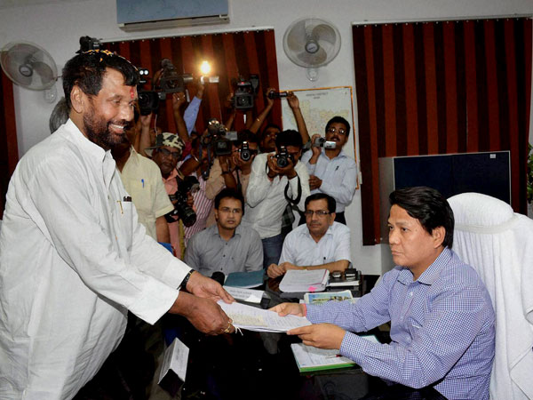 Ramvilas Paswan files his nomination papers