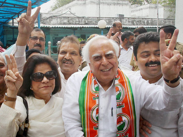 Sibal moves EC against Swamy