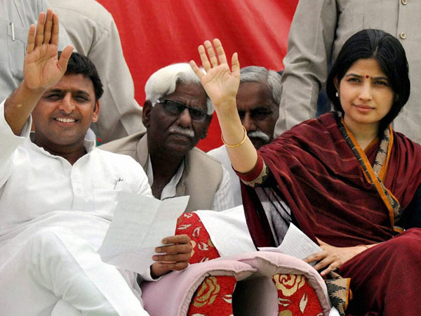 Akhilesh Yadav along with his wife and SP candidate Dimple Yadav