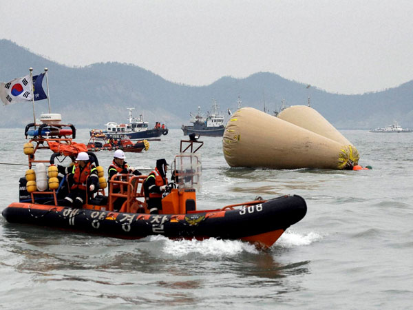 Rescue efforts to find passengers continue