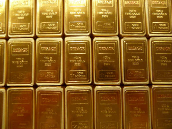 Bizman smuggles Gold in stomach