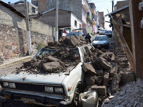 quake hits Mexico