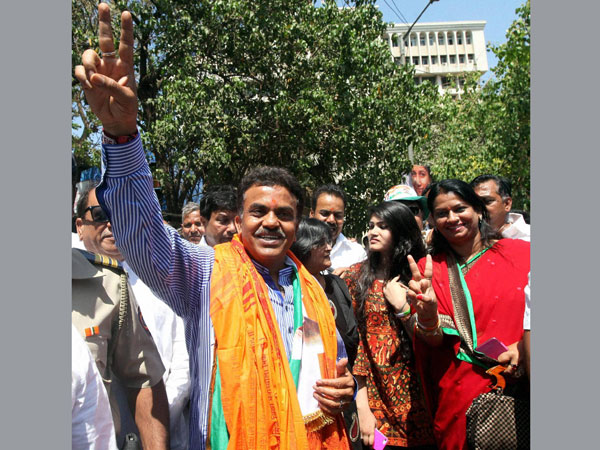 Sanjay Nirupam to face tough fight