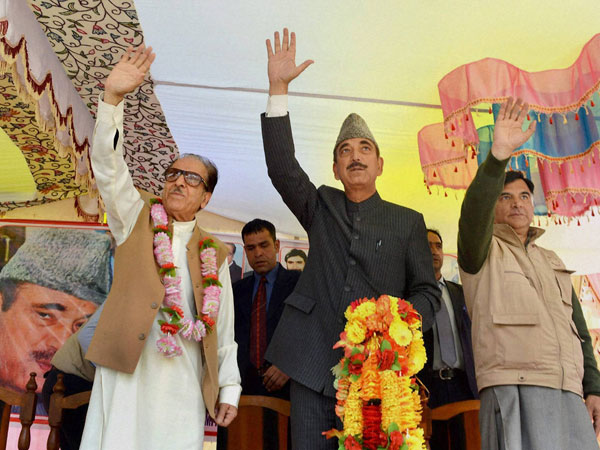Ghulam Nabi Azad waves to workers