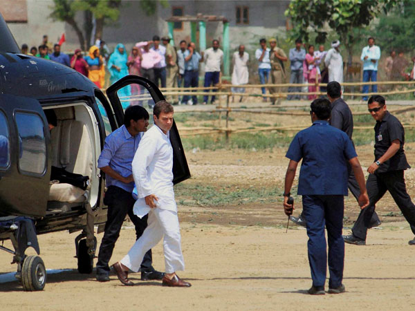 Rahul Gandhi arrives for an elecation campaign