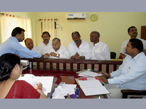 Mulayam Singh Yadav filing his nomination papers