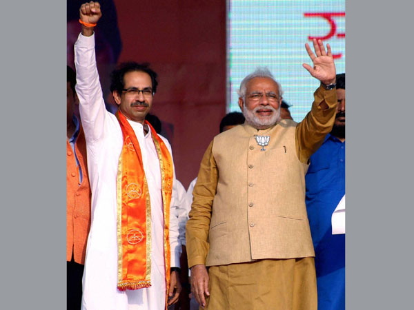 Modi shares stage with Uddhav Thackeray
