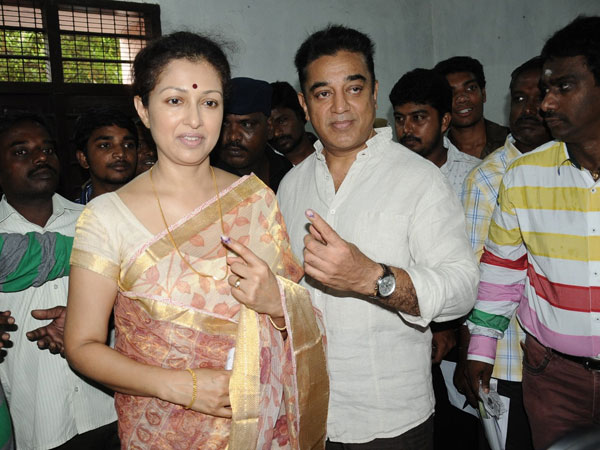 Kamal Hassan casts his vote in Alwarpeth