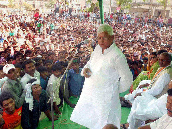 Lalu Prasad addressing an election campaign rally