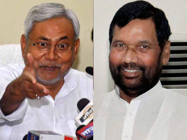 Bihar CM Nitish Kumar and LJP President Ramvilas Paswan. File photo