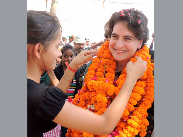Priyanka Vadra being welcomed during an election campaign