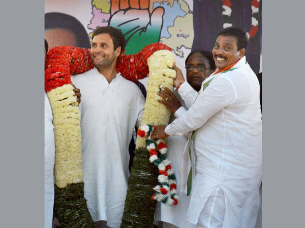 Rahul Gandhi being felicitated by party candidate from Secundrabad