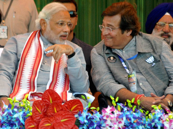 Narendra Modi with party candidate Vinod Khanna