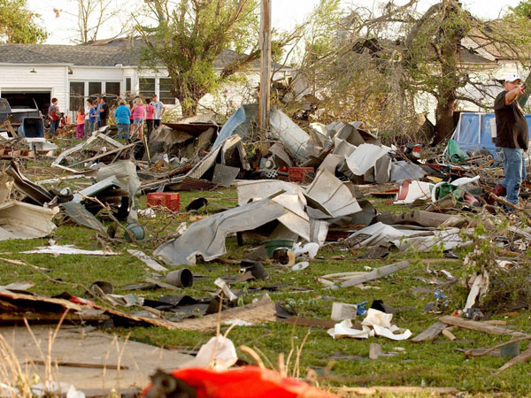 Tornadoes rip across Central US