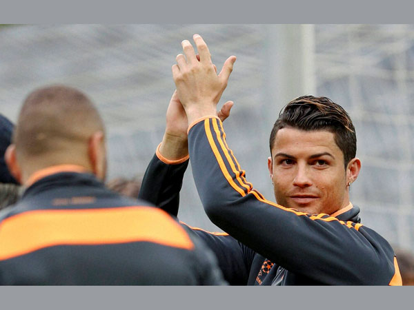 Who is Ronaldo clapping for?