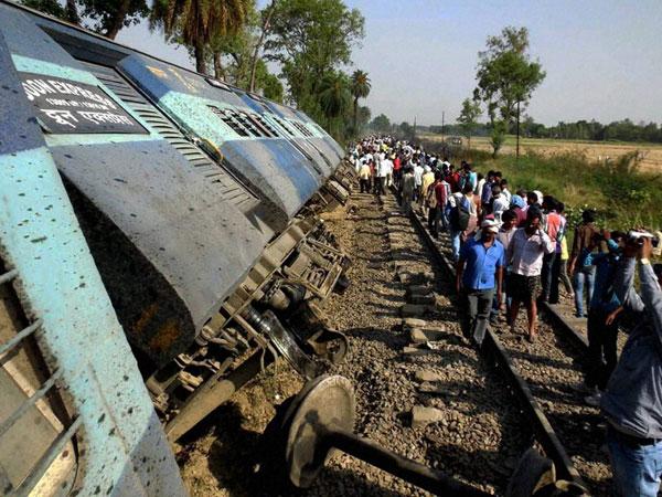 Doon Express derails in Uttar Pradesh