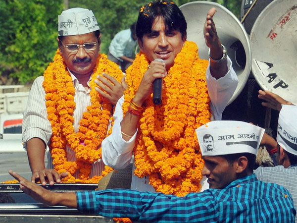 Kejriwal to campaign for Kumar Vishwas in Amethi