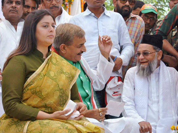 Nagma along with local Congress leaders from Allahabad