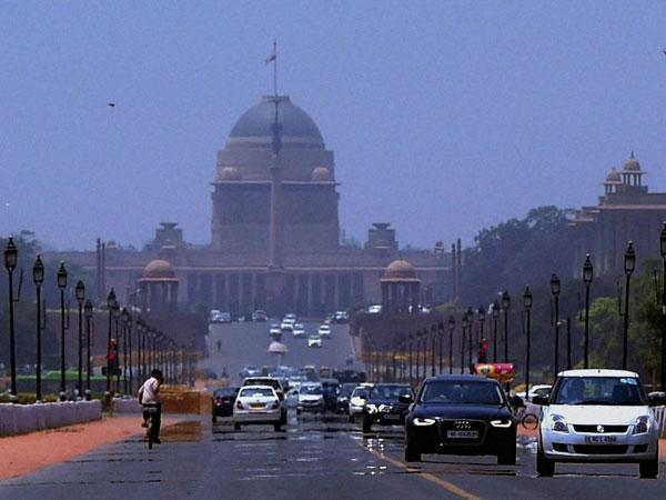 Hot Thursday in Delhi