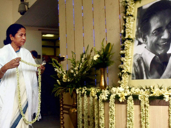Mamata Banerjee pays tribute to Ray