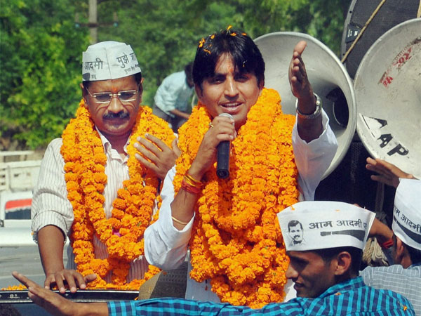 Kejriwal takes on Rahul Gandhi in Amethi