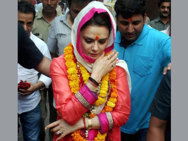 Preity Zinta snubs AAP, supports Modi