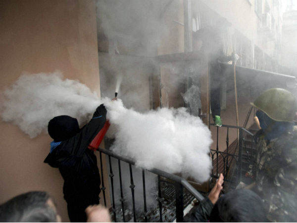 Ukraine wages deadly assault on rebels