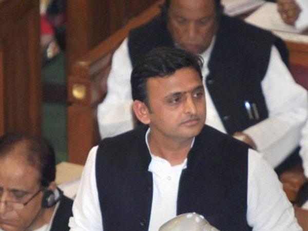 Akhilesh Yadav hits out at Narendra Modi