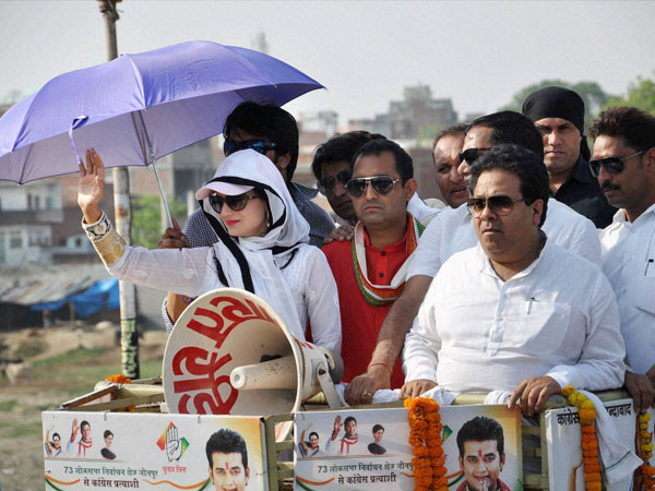 Amisha Patel and Congress leader Rajeev Shukla during road show