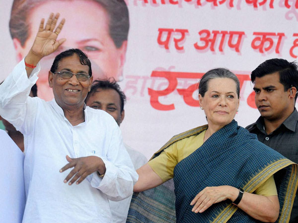 Sonia Gandhi with party candidate Purmansi Ram