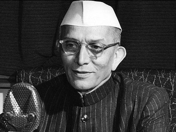 India's first non-Congress prime minister