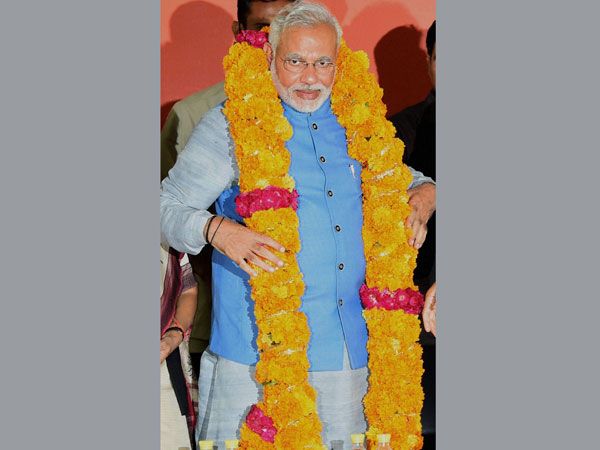 Modi congratulated by BJP leaders for LS poll victory