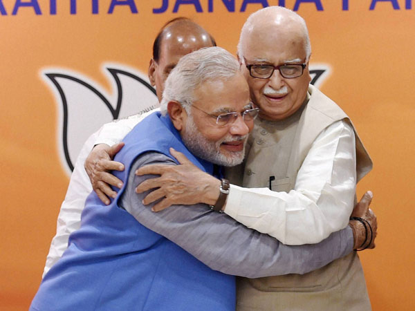In Pictures: Advani warms up to Modi at BJP meeting