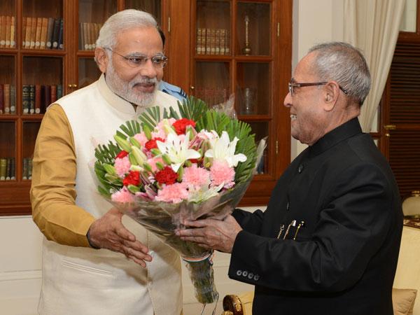 Modi meets Prez Pranab Mukherjee