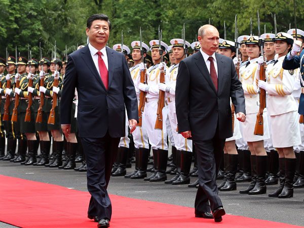 Chinese President Xi Jinping (front L) holds a welcoming ceremony for Russian President Vladimir Putin