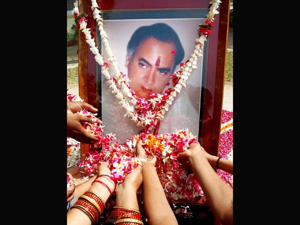 Modi pays homage to Rajiv Gandhi