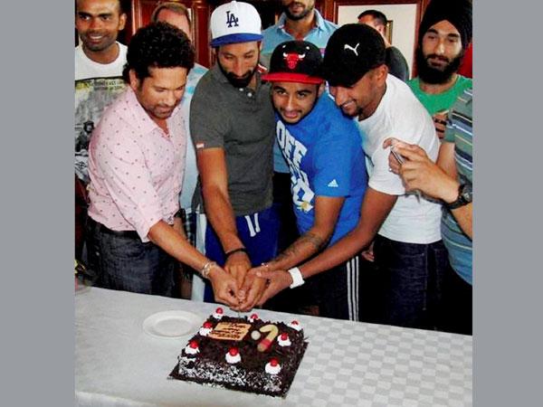 Sachin visits to hockey team