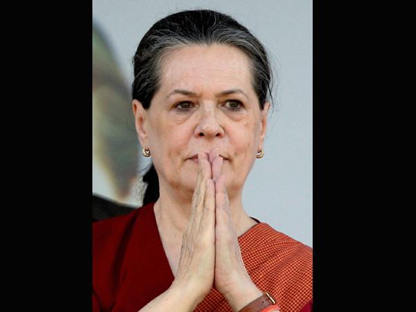 Sonia congratulates Modi on victory