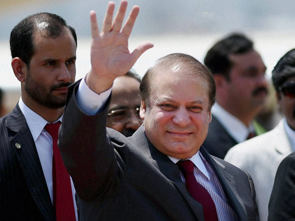 Pakistan Prime Minister Nawaz Sharif arrives at AFS Palam