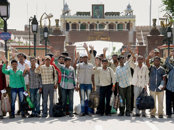 151 Indian prisoners handed over by Pak