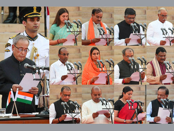 President Pranab Mukherjee administers oath to Cabinet Ministers